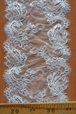 lace trim Eduarda