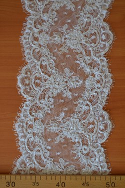 lace trim Emilina