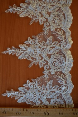 lace trim Laude