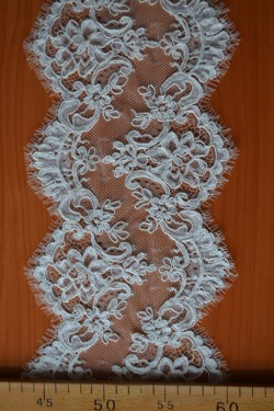 lace trim Laurence